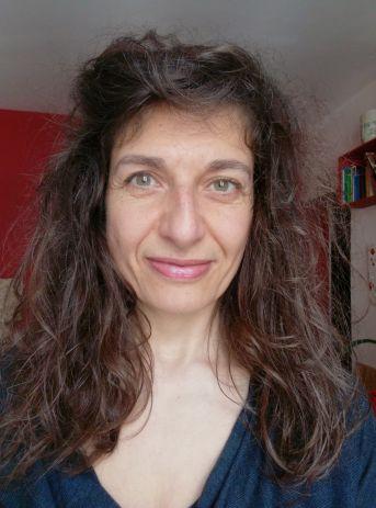 Malika Ghilani est une hypnologue parisienne qui pratique l'hypno-coaching